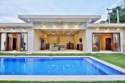 Three villa resort for sale Bali Seminyak 900m2 total 7 bedrooms