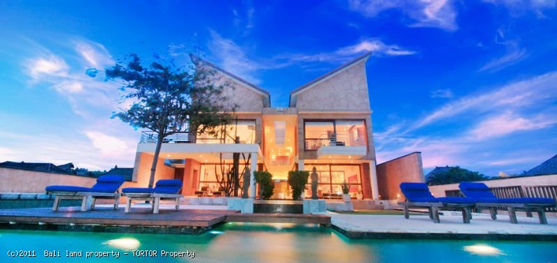 Amazing freehold beachfront 3 bedroom villa for sale in Bali