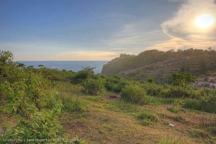 Land for sale in Bukit 35000m2 with great views near Bulgari