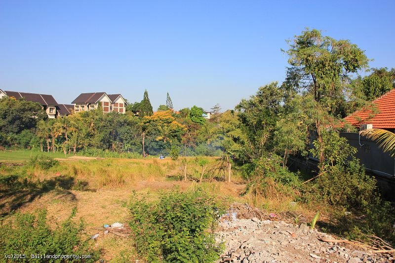 Thousand m2 leasehold land in Umalas near creek
