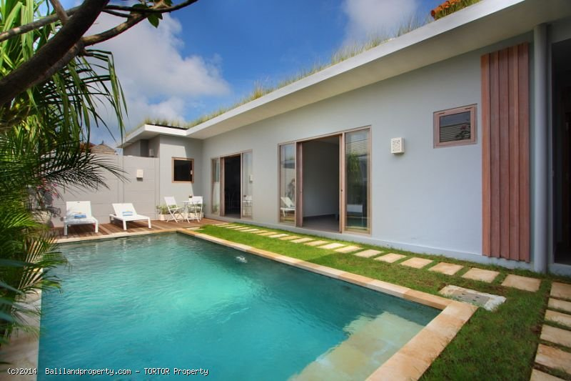 Tropical 3 bedroom furnished home with long leasehold
