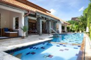 Seminyak villa for lease 2 bedrooms 700m2 land 15m pool near beach