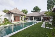Two adjoining villas with 6 bedrooms: