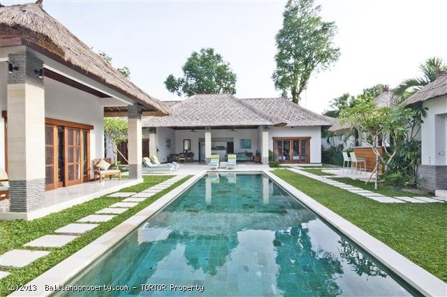 Two adjoining villas with 6 bedrooms
