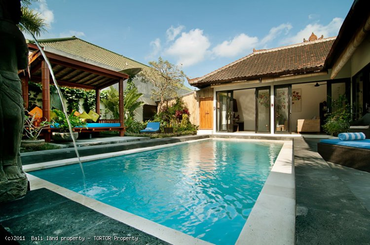 Bali Seminyak villa compound for sale 7 bedrooms 3 villas